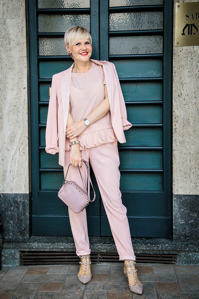 Total pink look c Valentino Rockstud