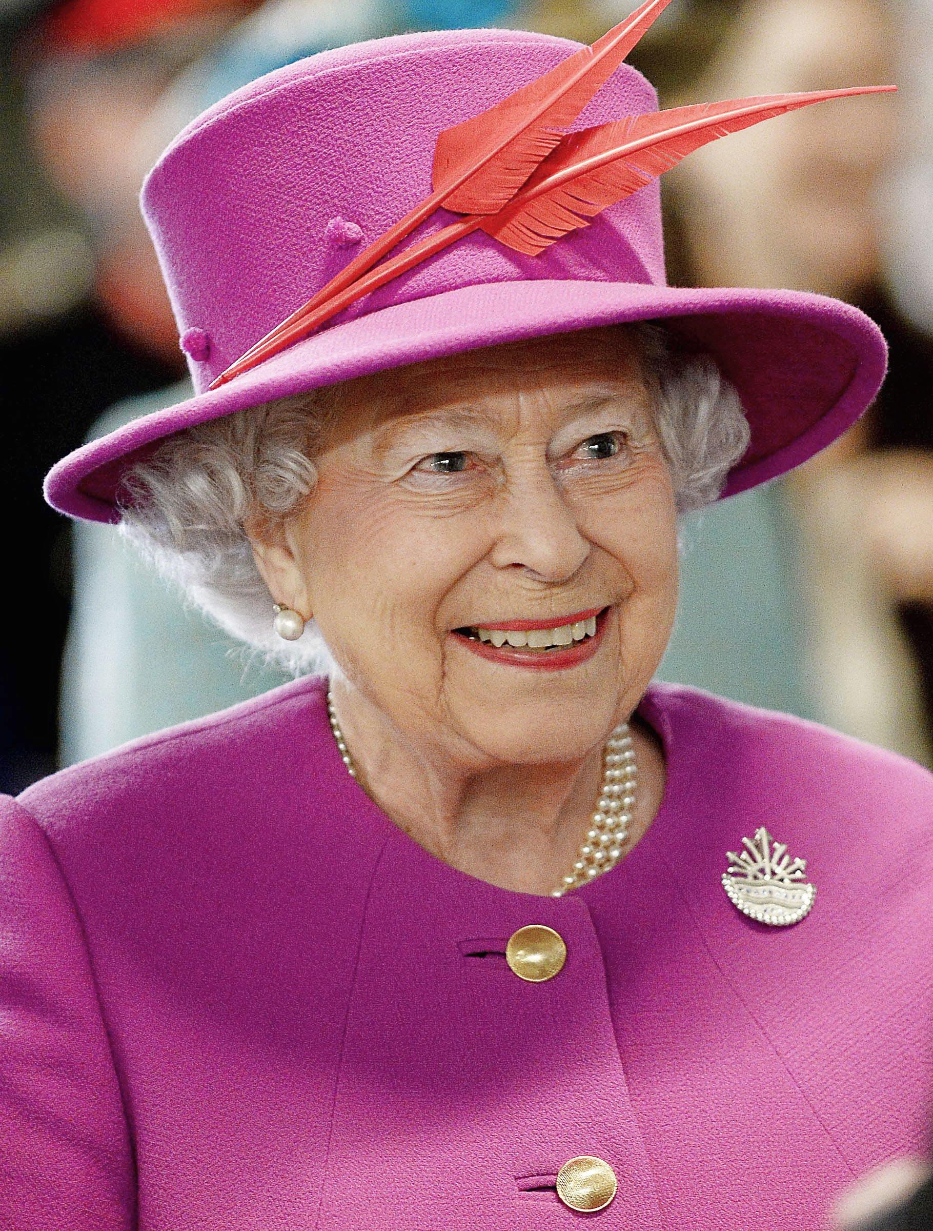 Королева Елизавета II в розовом цвете