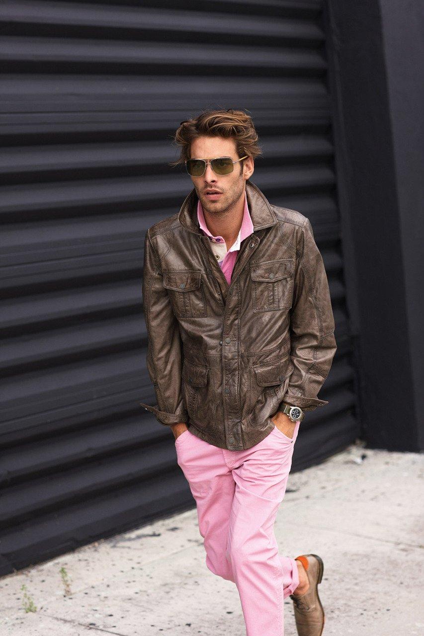 Мужчина в розовом