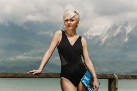 Анастасия Слабунова в летнем купальнике